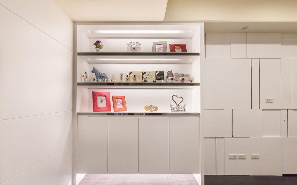 现代风格展示柜装修效果图
