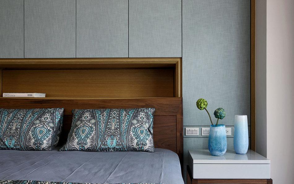 现代风格主卧房装修效果图