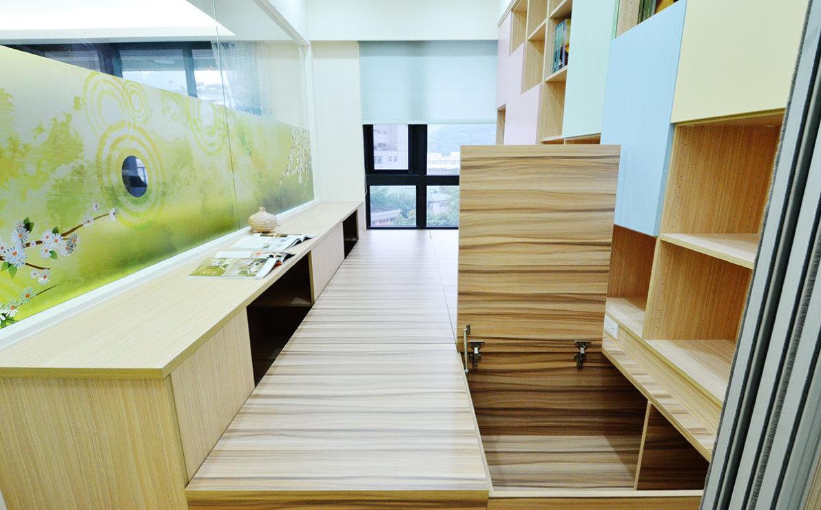 现代风格地板下收纳装修效果图