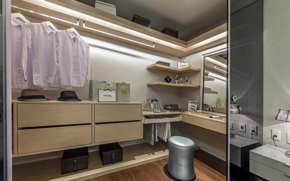 现代风格更衣室装修案例