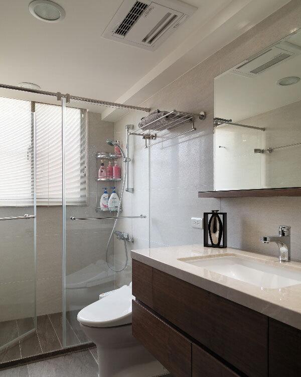 现代风格卫浴空间图