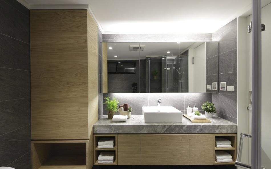 现代风格主卧卫浴欣赏图