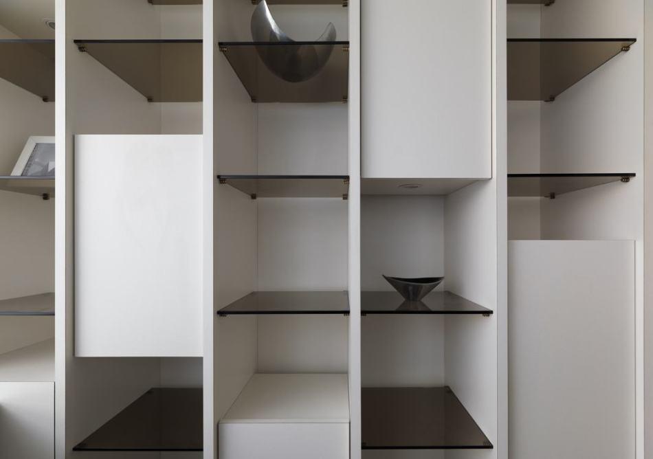 现代风格主卧书房收纳效果图
