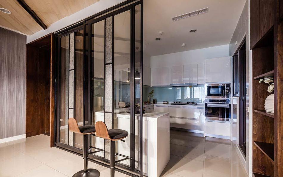 现代风格厨房热炒区装修案例