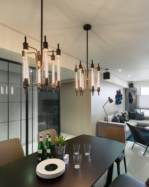 现代风格餐厅主灯装修效果图