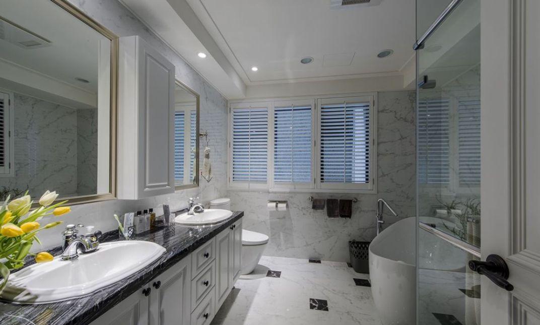 美式风格主卧浴室图
