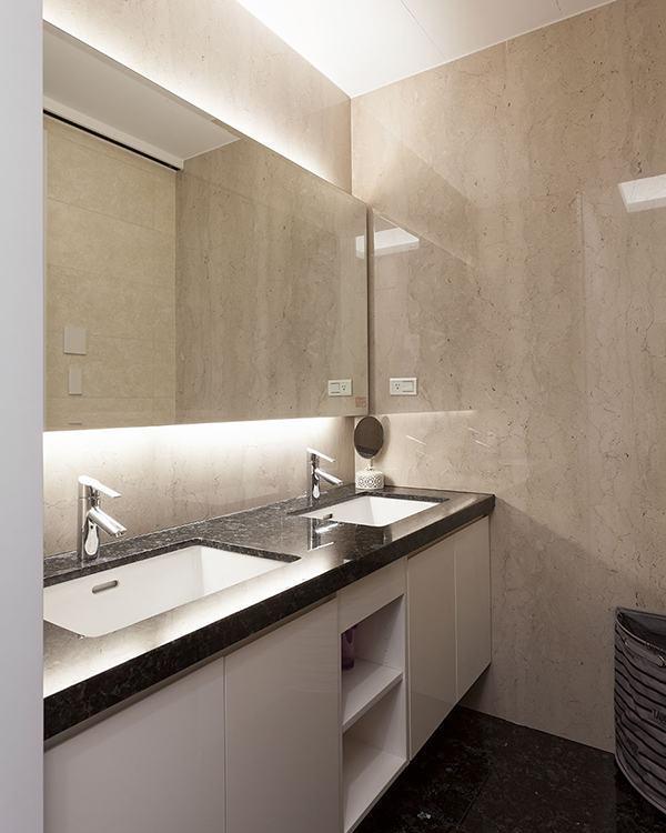 古典奢华主卧卫浴图片