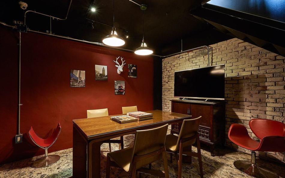 工业风格小会议室装修图片