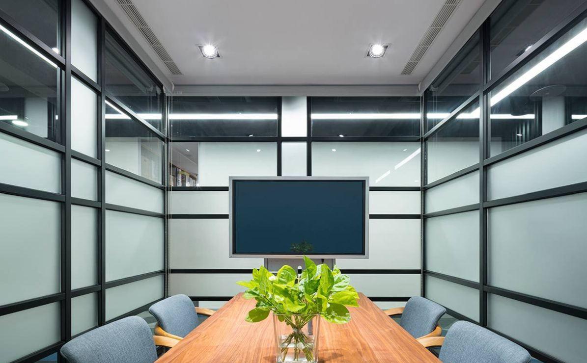 现代风格小会议室设计效果图