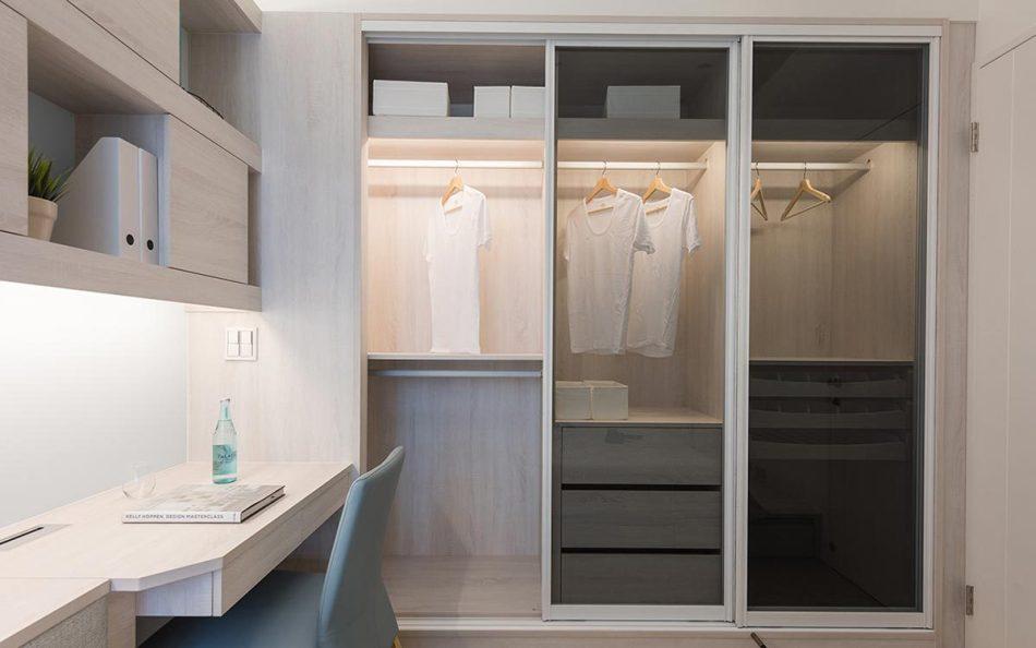 现代风格次卧衣橱效果图