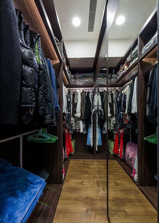 现代简约更衣室图