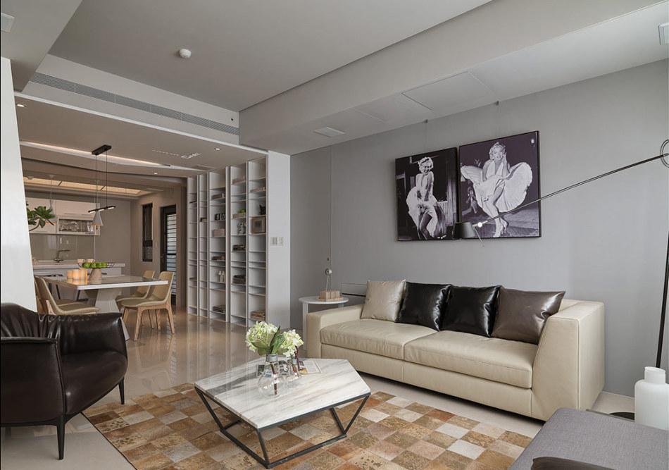现代风格沙发背墙与主卧暗门图
