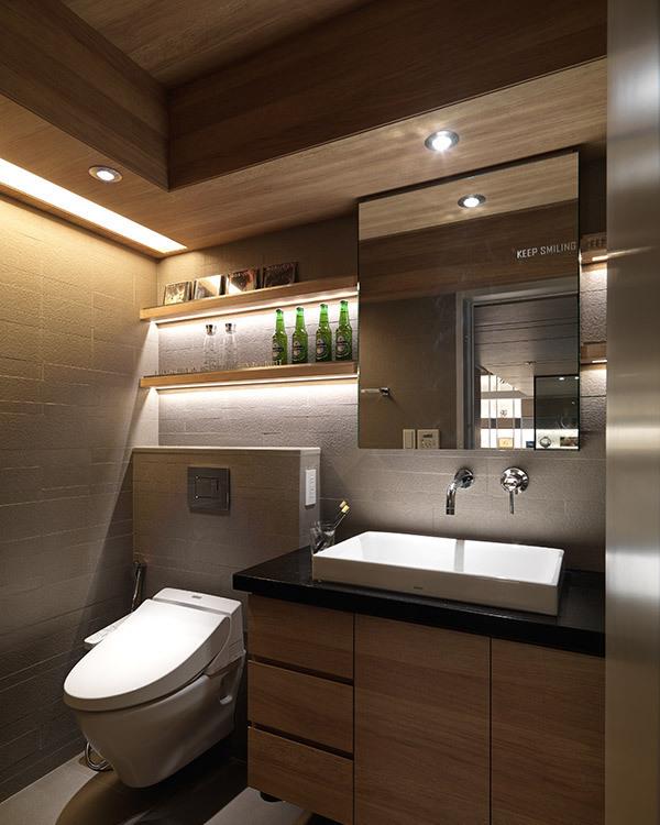 现代工业风卫浴图片