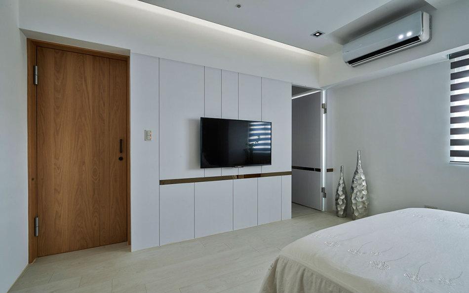 现代风格主卧床尾设计图片