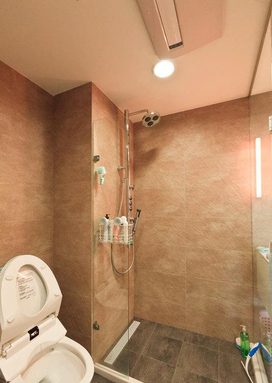 休闲多元卫浴区设计图片