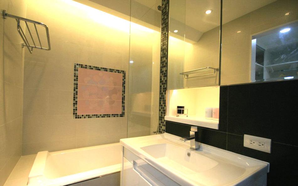 美式风格主卧卫浴装修案例