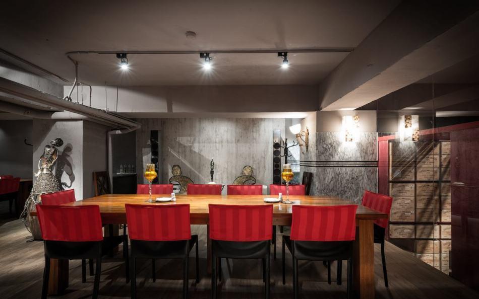 现代风格大餐桌区图