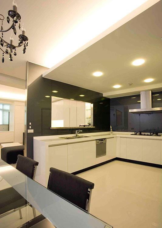 现代风格餐、厨区装修效果图