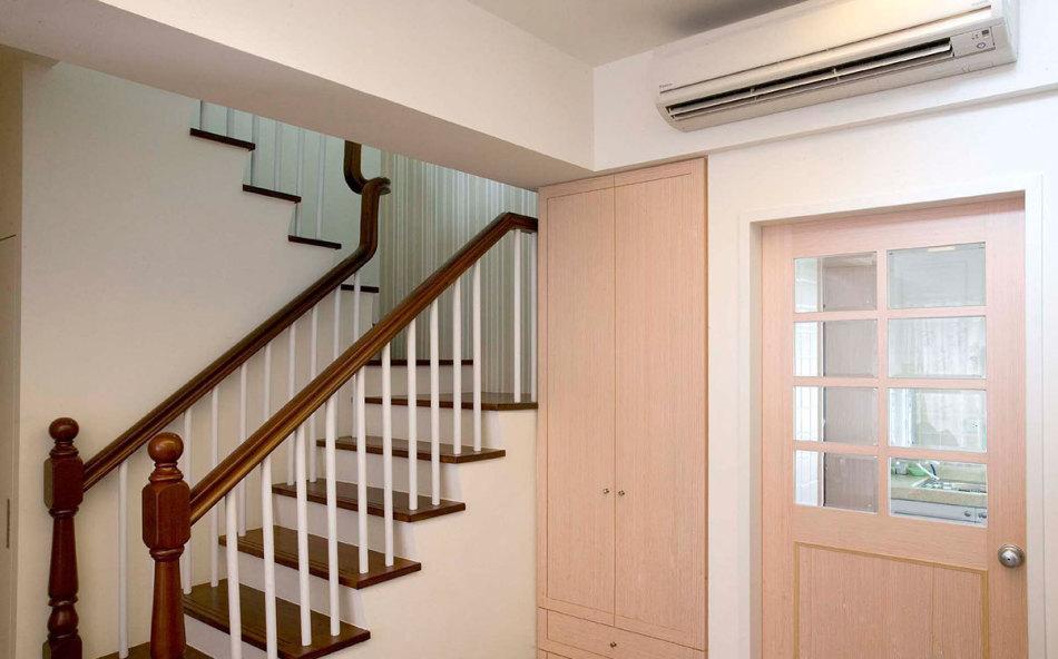 乡村风格梯下安排设计效果图