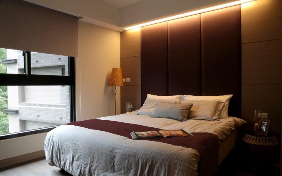 现代风格床头主墙设计图片