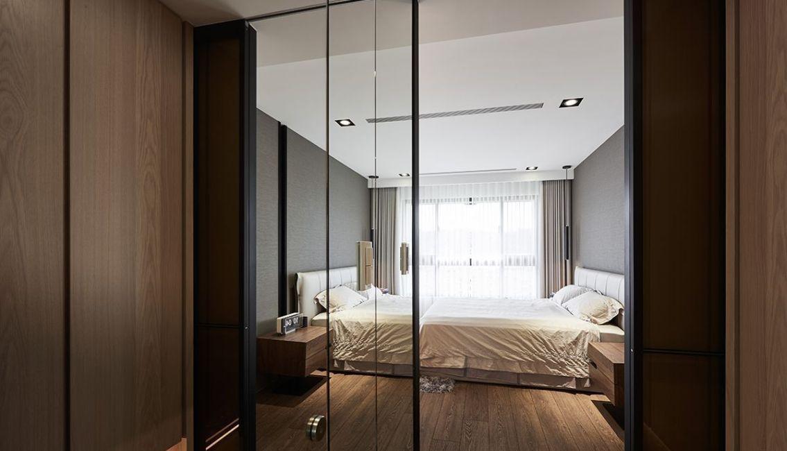 现代美式风格主卧更衣室设计图片