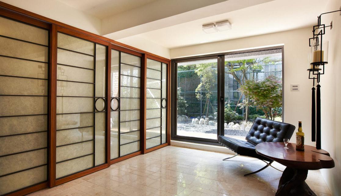 现代风格储物间与后院装修效果图