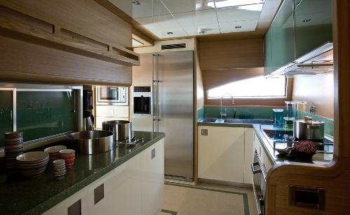 游艇厨房的设备齐全