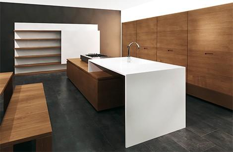 滑动橱柜门的现代厨房