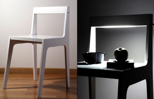 一个椅子灯和表的卧室