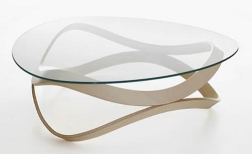圆滑的玻璃咖啡桌