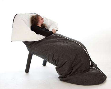 临时的睡眠外壳的椅子