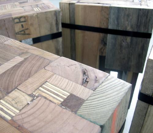 回收木材制成的吧凳