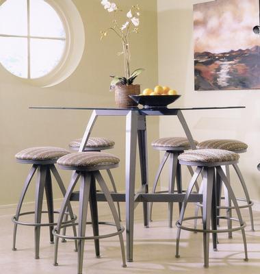 现代化的厨房桌和椅