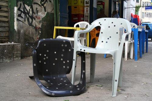简单的弹孔椅子
