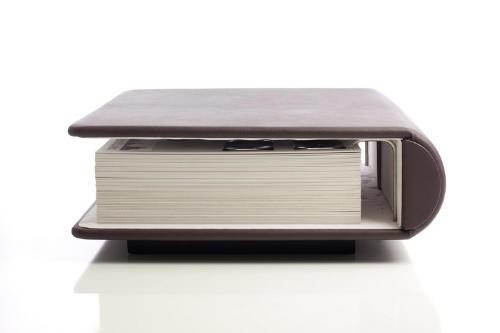 一个充满回忆的巨书